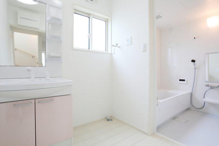 ゴミ屋敷を掃除するときのコツを紹介!まずはお風呂やトイレをキレイにしよう