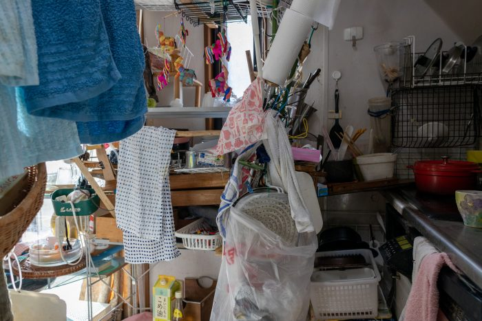 ゴミ屋敷になった部屋を掃除したい!業者に頼る?自力で片付ける?手順やコツを紹介