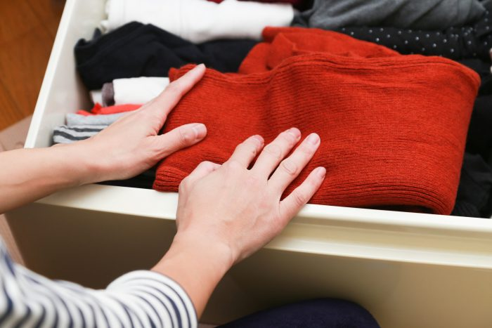 ゴミ屋敷の中にたくさんある衣服の片付け方のコツを知りたい!処分方法も紹介