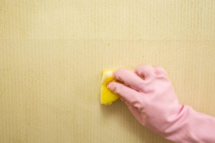 ヤニ汚れのついた壁紙の掃除手順