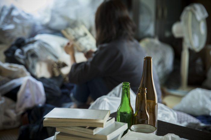 ゴミ屋敷の住人で多いのはキャリアのある女性?その理由と対処策を解説
