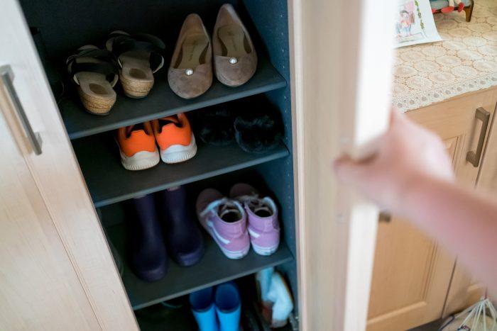 靴箱の気になる臭い!その原因と消臭対策方法とは?掃除のポイントもご紹介